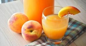 عصير بارد ومنعش مع دوسات في يوم شديد الحرارة