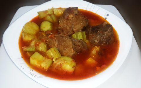 صينية الكوسا وشرائح اللحم الاحمر