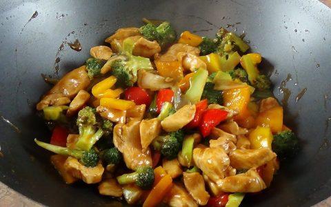 طبق الدجاج الصيني بالخضار