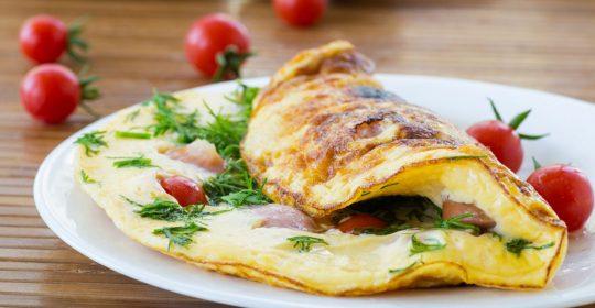 اومليت البيض مع التوابل والاعشاب