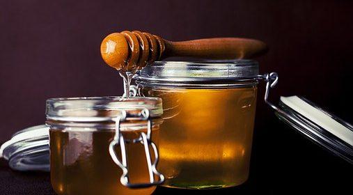 العسل شافي وواقي لكثير من الأمراض ، إستعمالاته كثيرة ومتنوعة الأغراض