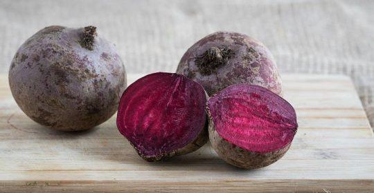 الشمندر لذيذ المذاق وفوائده تخطت الآفاق ؛ فهو أحد أنواع الفاكهه الغنية بعناصر كالكالسيوم والحديد والنحاس والمغنيسيوم .