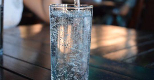 الماء بارد أم دافي  ؛ بين ضررونفع وبجواب شافي ؛  من دوسات ومن منبر الصحة والتغذية اليكم مقالنا لليوم عن الماء أشربه بارد مثلج أم دافيء فاتر .