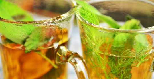 مغلي الشومر مشروب مغلي الشومر ؛ مشروب الصحة الغائب عن الأذهان ذو الرائحة العطرية الفواحة والطعم الطيب