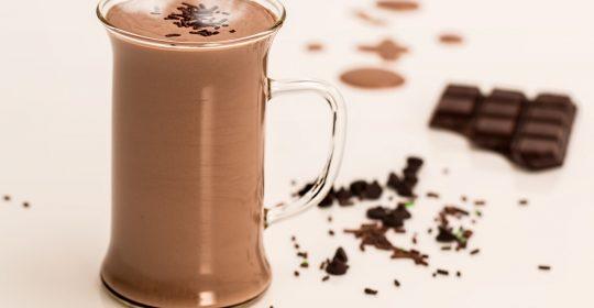 مشروب الشوكولاته الكاكاو الدافيء المشروب الشتوي ذو الطاقة والحيوية :