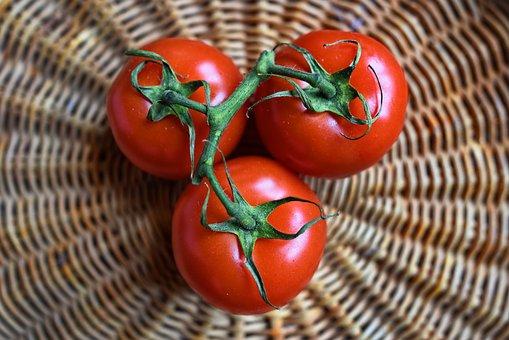 البندورة من أساسيات الحميات والبرامج الغذائية