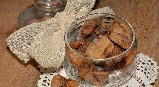 التين المجفف مع دوسات غذاء رئيس في حمية غذائية صحية :